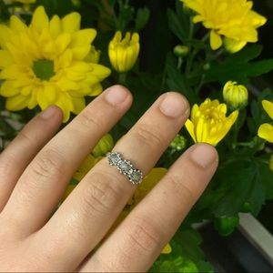 Jewelry - cutie floral silver ring🌼